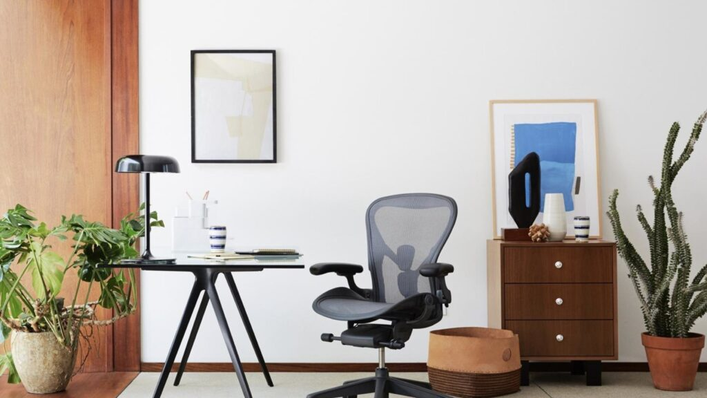 How to pick a Herman Miller Aeron size - Size chart and comparison